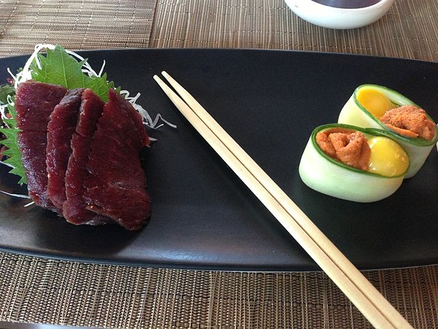 640px-Blue_whale_meat_sashimi_and_sea_urchin_sushi 22 05 15.JPG